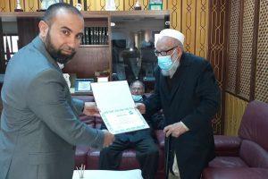 كلية الدعوة الإسلامية تكرم الأستاذ عمارة ضو بن نايل